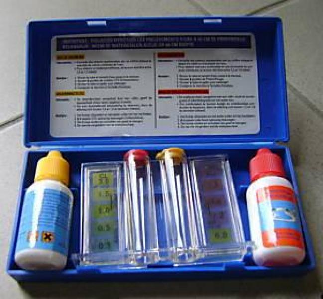 Swimming pool ph and chlorine test kit rudy for Chlorine piscine